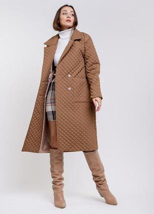 Женское стеганое пальто демисезонное светло-коричневое