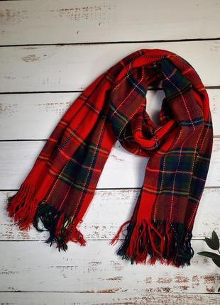 Красный клетчатый шарф палантин
