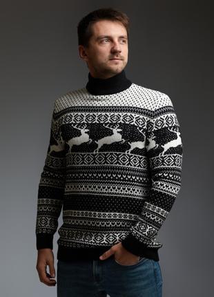 Мужской свитер с оленями черно-белый с прямой горловиной