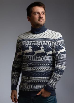 Мужской свитер с оленями с прямой горловиной в цвете индиго
