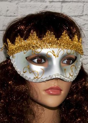 Карнавальная венецианская маска серебряного цвета