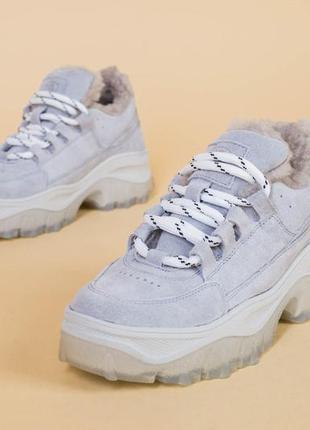 Женские замшевые кроссовки зима