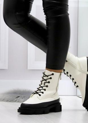 Белые зимние женские сапоги