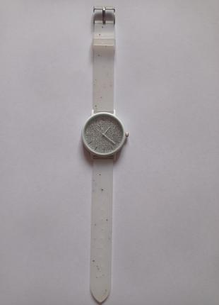 Стильние наручные часы