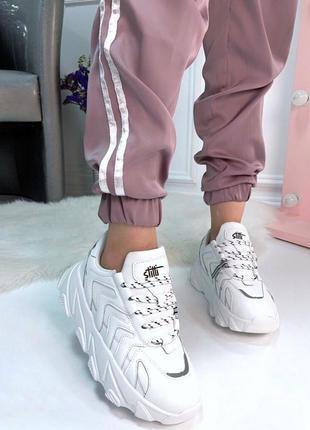Белые массивные кроссовки на высокой платформе,белые кроссовки...