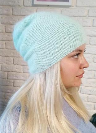 Мятная ангоровая шапка бини