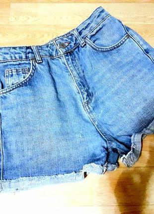 Завышенные джинсовые шорты бойфренды
