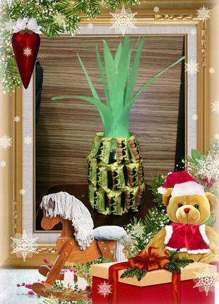 Новогодний ананас из шампанского и конфет