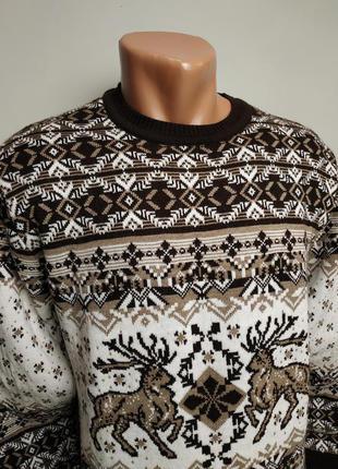 Мужской мягкий -теплый свитер с оленями, средней плотности