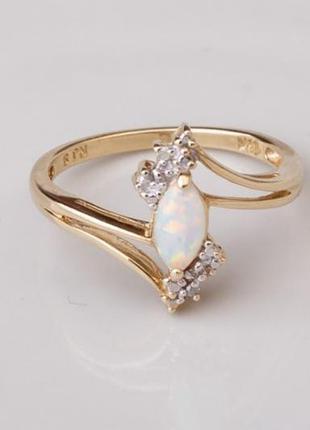 Золотое кольцо с бриллиантами и опалом