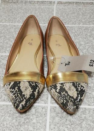 Туфли балетки карамельного цвета в сочетании с рептилией и золото