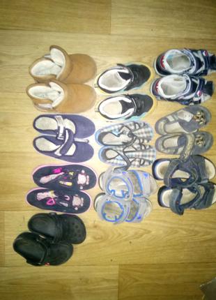 Обувь детская разная.