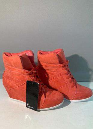 Жіночі черевики ботильони