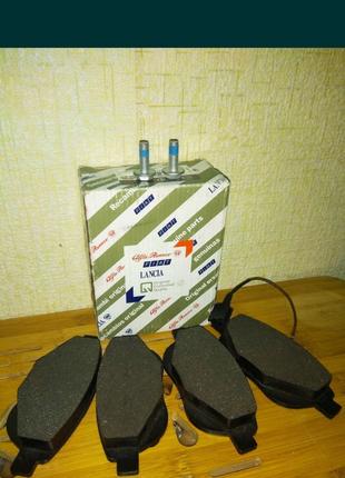 Тормозные колодки FIAT FERODO 77365379