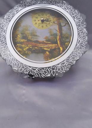Картина- часы в зеркальной рамке.
