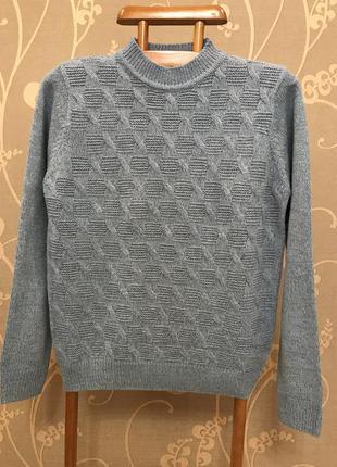 Очень красивый и стильный брендовый тёплый свитерок.