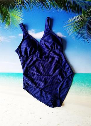 Темно-синий сдельный купальник