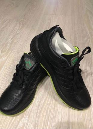 Кожаные кроссовки «МИДА» 39 размера.