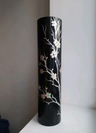 Ваза цилиндр Цветы на черном фоне