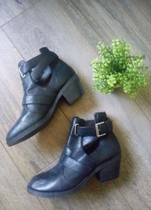 Черные кожаные ботильоны ботинки туфли с ремешками