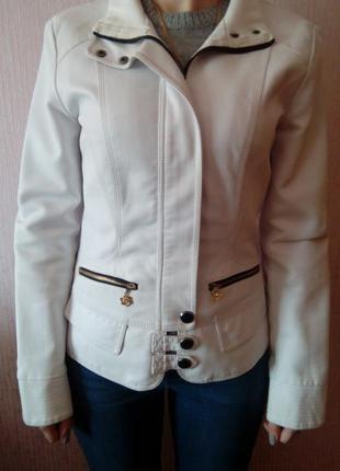 Весенняя куртка из кожзама (размер м)