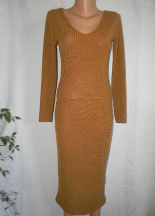 Осеннее трикотажное платье в рубчик