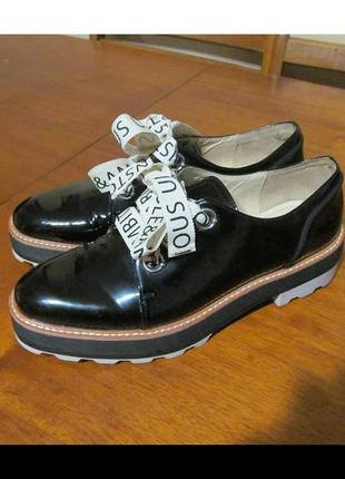 Модные лаковые туфли zara на толстой подошве со шнурками - бан...