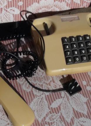 Кнопочный телефон СССР