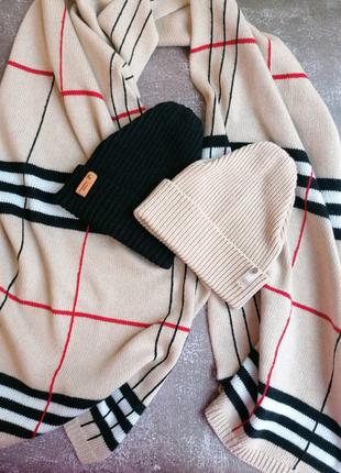 Вязаная шапка и вязаный шарф