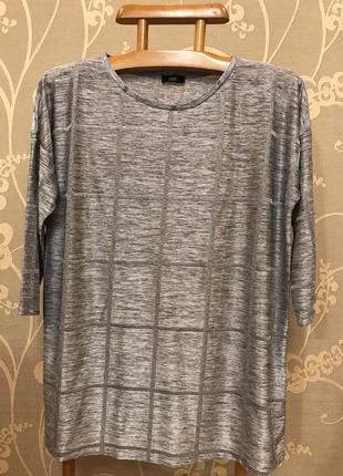Очень красивая и стильная брендовая кофточка серого цвета.