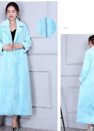 Женское голубое пальто и шарф