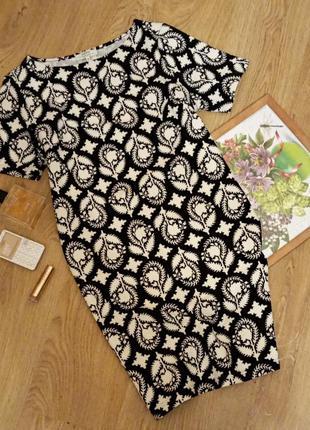 Симпатичное фактурное платье размер 14