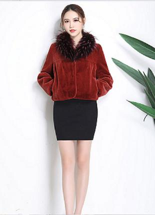 Женская куртка осень-зима на кокетке с меховым воротником