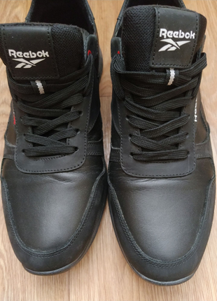 Шкіряні чоловічі кросівки.