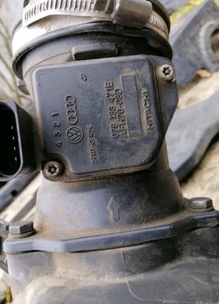 Расходомер датчик расхода воздуха ауди А4 А6 пассат Б5