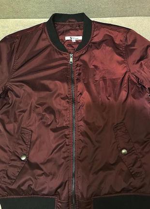 Теплая яркая куртка бомбер бордовая осень/зима стильная