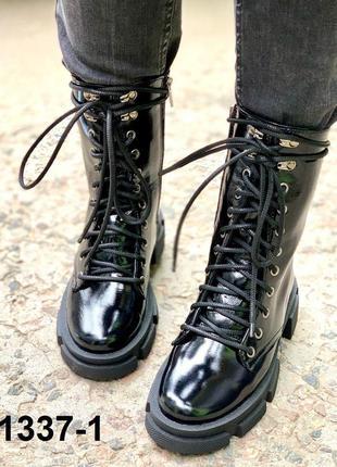 Высокие ботинки берцы деми из натуральной лаковой кожи