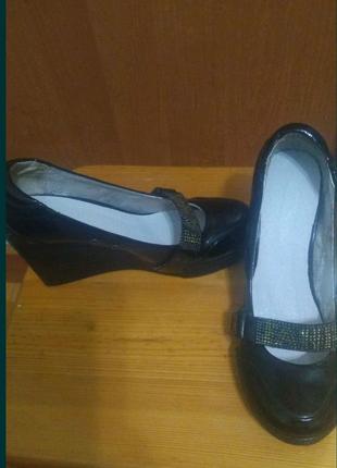 Продам туфли кожаные в лаке турция