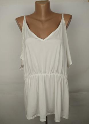 Блуза белая стильная эластичная с открытыми приспущенными плеч...