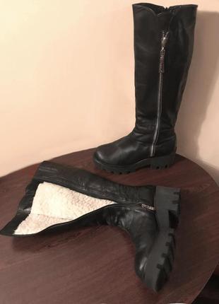 Стильные кожаные женские сапоги на тракторной подошве(на 39 ра...
