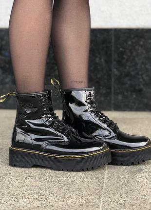 Меховые ботинки dr. martens jadon patent женские на платформе