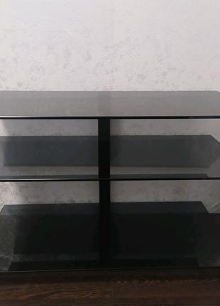 Стол стеклянный.