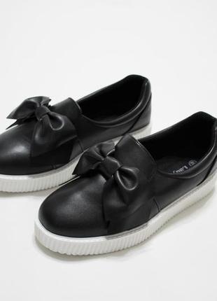 Черные женские слипоны (кеды, туфли) с бантиком.
