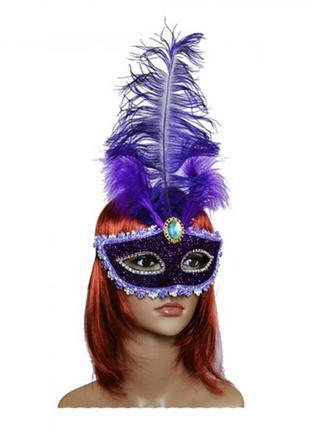 Карнавальная венецианская маска с фиолетовым пером
