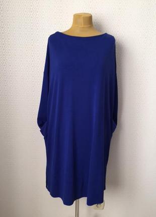 Трикотажное платье яркого цвета свободного силуэта от добротно...