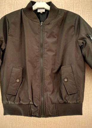 Демисезонная куртка бомбер размер 8 лет