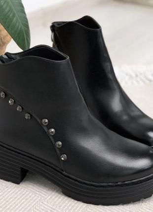Короткие зимние ботинки ботильоны на каблуке