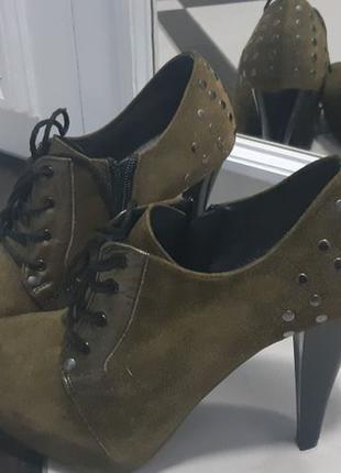 Замшеві черевички хакі