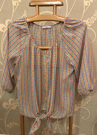 Очень красивая и стильная брендовая блузка.