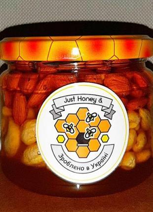 Кешью и ядро абрикоса в меду